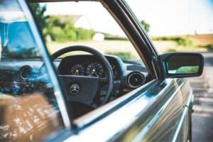 Read more about the article How to Fix a Car Window That Won't Stay Up
