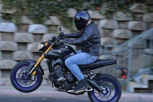Read more about the article Yamaha FZ-09 Specs and Reviews