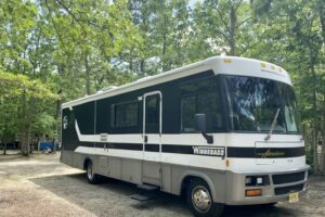 Read more about the article Winnebago Adventurer Specs and Review