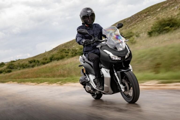 Read more about the article Scooter Vs Motorcycle – What Are the Differences?